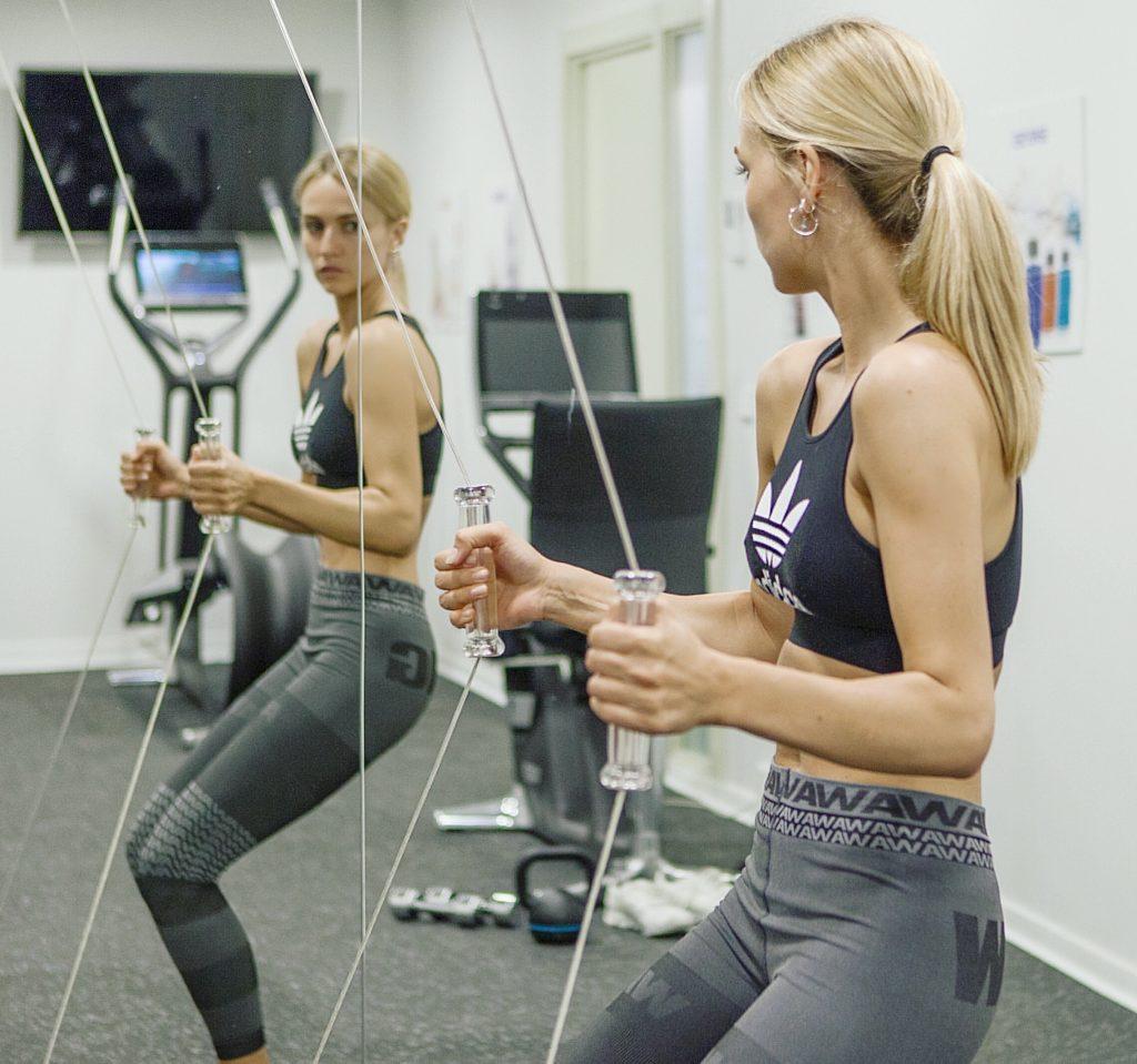 Deportes para aumentar la eficacia del masaje para eliminar la grasa abdominal